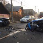 Două mașini s-au făcut praf ! Poliția este la fața locului (Foto)