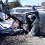 Un tânăr fără permis a făcut prapad ! A distrus mașinile unui polițist (Foto)